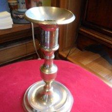 Antigüedades: CANDELABRO DE ALTAR EN BRONCE SIGLO XIX. Lote 31298353