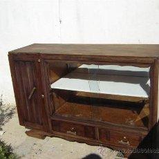 Antigüedades: MUEBLE APARADOR CON VITRINA. Lote 31315077