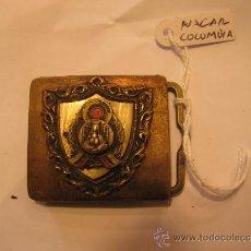 Antiguidades: HEBILLA DE CINTURÓN METÁLICA DE COLOMBIA . CON VIRGEN Y NACAR. MEDIDA 4 X 3,5 CM.. Lote 31323181