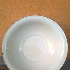 Antigüedades: ANTIGUA ZAFA O PALANGANA DE PORCELANA CERAMICA CON FILO ROJO. Lote 193579920