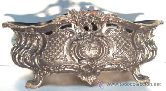 ANTIGUA JARDINERA DE HIERRO FUNDIDO (Antigüedades - Hogar y Decoración - Jardineras Antiguas)