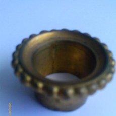 Antigüedades: PORTAVELAS .BRONCE DORADO. Lote 31405098