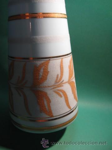 Antigüedades: ENORME Y ANTIGUO BUCARO EN OPALINA AZUL CON RELIEVES DORADOS, ART DECO. 1930. - Foto 3 - 31449800