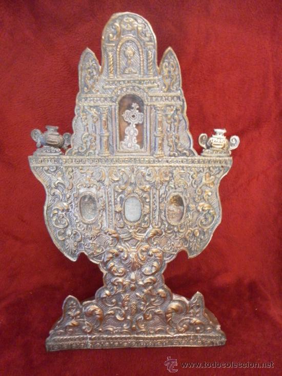 CUSTODIA – RELICARIO. SIGLO XVIII. METAL PLATEADO Y MADERA. (Antigüedades - Religiosas - Relicarios y Custodias)