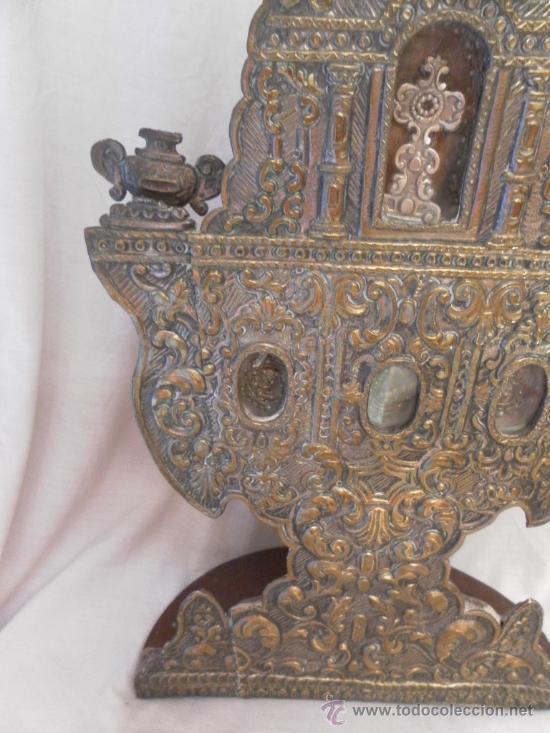 Antigüedades: Custodia – Relicario. Siglo XVIII. Metal plateado y madera. - Foto 7 - 31473790