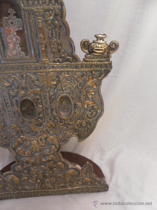 Antigüedades: Custodia – Relicario. Siglo XVIII. Metal plateado y madera. - Foto 8 - 31473790