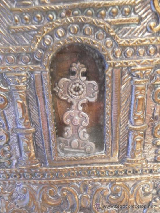 Antigüedades: Custodia – Relicario. Siglo XVIII. Metal plateado y madera. - Foto 9 - 31473790