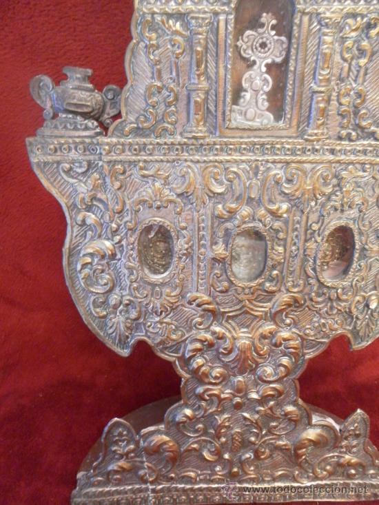 Antigüedades: Custodia – Relicario. Siglo XVIII. Metal plateado y madera. - Foto 3 - 31473790