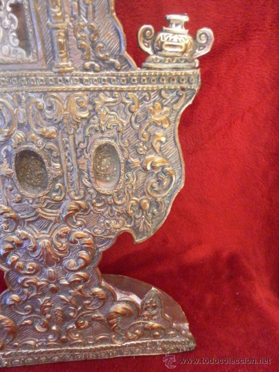 Antigüedades: Custodia – Relicario. Siglo XVIII. Metal plateado y madera. - Foto 4 - 31473790