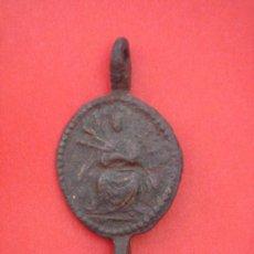 Antigüedades: MEDALLA RELIGIOSA ANTIGÜA GÓTICA ALTOMEDIEVAL EN BRONCE Y CON DOBLE ENGANCHE. 3,5 GRS. Lote 31597750