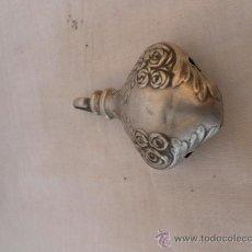Antigüedades: PEQUEÑA CAMPANA SONAJERO, PARA NIÑO. PLATA. . Lote 31930217