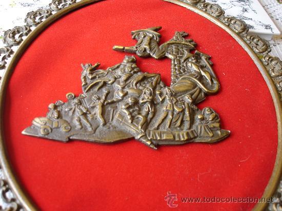 Antigüedades: CUADRO DE BRONCE CON PRECIOSO DECORADO CENTRAL - Foto 4 - 31653702