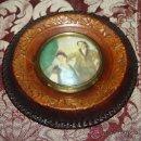 Antigüedades: BONITO PORTARETRATOS DE SOBREMESA EN CUERO REPUJADO - PRIMER TERCIO S.XX. Lote 31680253