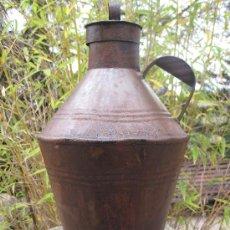 Antigüedades: CANTARA ANTIGUA CON TAPA, PARA ACEITE EN HOJALATA.. Lote 70370995