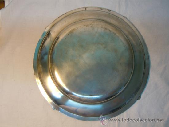 Antigüedades: BANDEJA ANTIGUA METAL PLATEADO 36 CM DIAMETRO - Foto 2 - 31681054