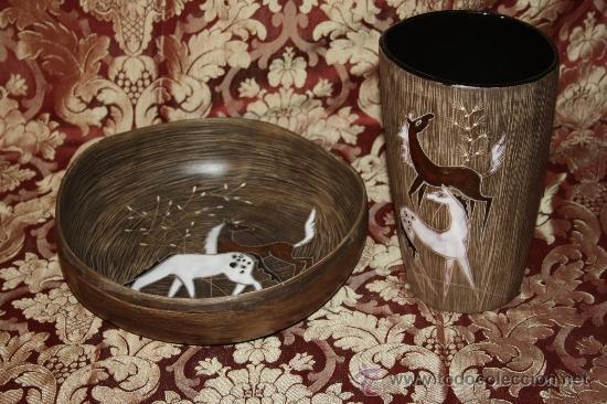 JARRÓN Y CENTRO EN CERÁMICA POLICROMADA - FIRMADA CON LETRAS ORIENTALES - AÑOS 60 (Antigüedades - Porcelanas y Cerámicas - Otras)