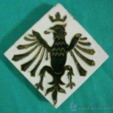 Antigüedades: AZULEJO - LAMBRILLA 6,5X6,5CM - MENSAQUE SEVILLA TRIANA - ESMALTADO EN RELIEVE. Lote 31699096