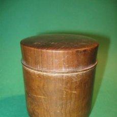 Antigüedades: ANTIGUA POLVERA MAQUILLAJE, EN MADERA MAZICA, SG.XIX. MIDE 7 X 6 CM. ROSCA. SIN CONTENIDO. Lote 142587830