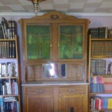 Antigüedades: MUEBLE MODERNISTA MADERA Y CRISTAL. Lote 31710897