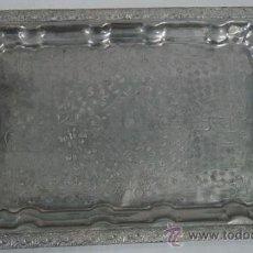 Antigüedades: BANDEJA METÁLICA, MEDIADOS DEL SIGLO XX. Lote 31740827