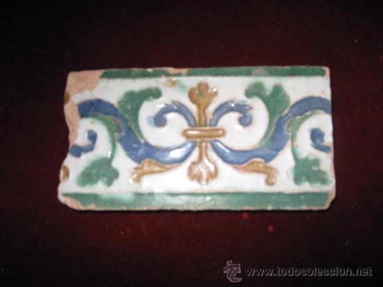 AZULEJO ANTIGUO DE TOLEDO - CENEFA - ARISTA O CUENCA - RENACIMIENTO SIGLO XVI (Antigüedades - Porcelanas y Cerámicas - Azulejos)