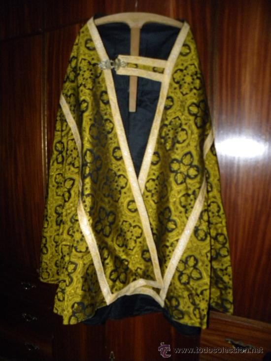 Antigüedades: Capa Pluvial negra con capillo palmetas amarillas broche metalico para liturgia católica - Foto 2 - 31782936