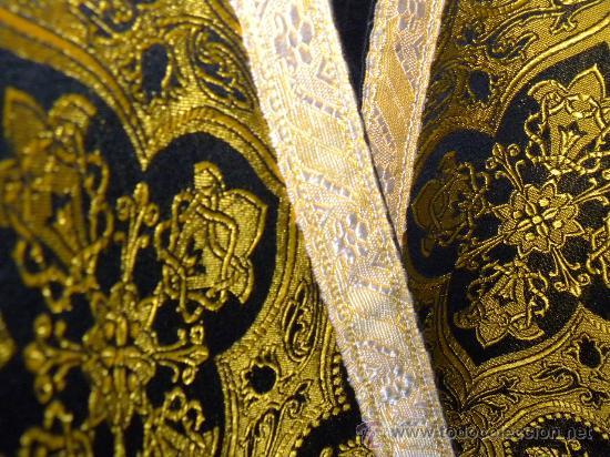 Antigüedades: Capa Pluvial negra con capillo palmetas amarillas broche metalico para liturgia católica - Foto 3 - 31782936