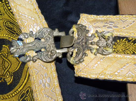 Antigüedades: Capa Pluvial negra con capillo palmetas amarillas broche metalico para liturgia católica - Foto 5 - 31782936