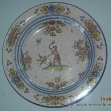 Antigüedades: PLATO PINTADO A MANO PARA COLGAR. Lote 31797765