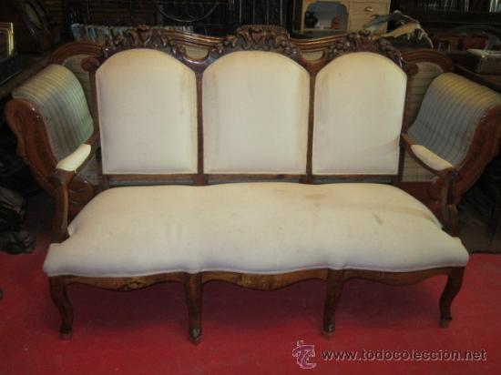 Sillon espa ol en madera tapizado en retor comprar for Sillones antiguos