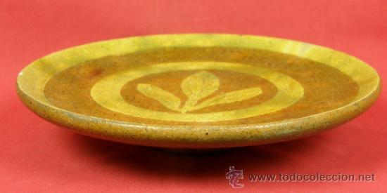 Antigüedades: Plato frutero Pereruela alfar extinto decorado dos tonos y c/ hojas alargadas mediados S XX 23,5 cm - Foto 3 - 31863228