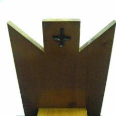 Antigüedades: ANTIGUO ATRIL EN MADERA DE CAPILLA O CAMPAÑA DE SOBREMESA PARA BIBLIA. Lote 31916527