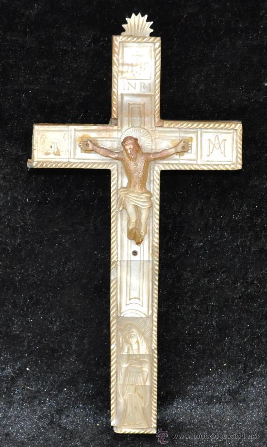 PRECIOSA CRUZ DE VIA CRUCIS DE MADERA Y REVESTIDA DE NACAR DEL SIGLO XIX (Antigüedades - Religiosas - Crucifijos Antiguos)