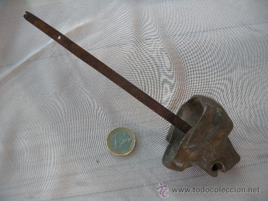 Antigüedades: ANTIGUA CABEZA DE PERRO EN BRONCE. CLAVO PASADOR. S. XIX - Foto 3 - 31945553