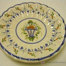 Antigüedades: PLATO CERAMICA RAMILLETES - SELLO EN BASE. Lote 31943275