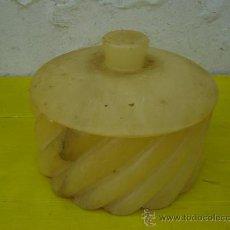 Antigüedades: CAJA REDONDA EN PIEDRA DE ALABASTRO. Lote 32011208