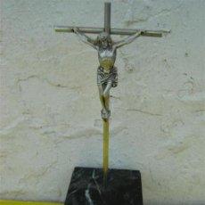 Antigüedades: CRUCIFIJO CROMADO CON BASE DE MARMOL. Lote 32011275