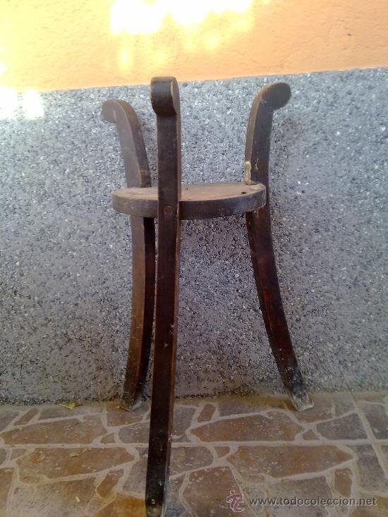 Antigüedades: antiguo soporte de madera para cantaros - Foto 3 - 32021919