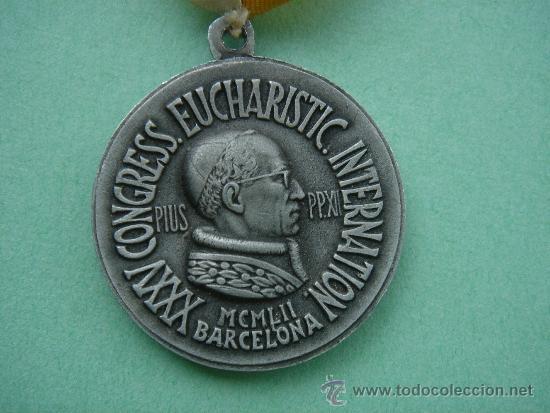 MEDALLA RELIGIOSA CONMEMORATIVA DEL XXXV CONGRESS. EUCHARISTIC. INTERNATIONAL DE 1952 -BARCELONA-. (Antigüedades - Religiosas - Medallas Antiguas)