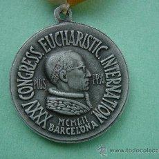 Antigüedades: MEDALLA RELIGIOSA CONMEMORATIVA DEL XXXV CONGRESS. EUCHARISTIC. INTERNATIONAL DE 1952 -BARCELONA-. . Lote 32022918