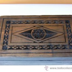 Antigüedades: CAJA DE MADERA. TAPA TALLADA. Lote 32025854