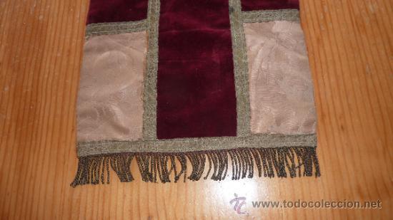 Antigüedades: mantel religioso bordado para mesita, antiguo - Foto 2 - 32025720
