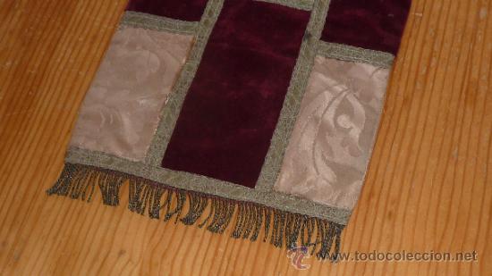 Antigüedades: mantel religioso bordado para mesita, antiguo - Foto 3 - 32025720