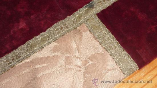 Antigüedades: mantel religioso bordado para mesita, antiguo - Foto 4 - 32025720