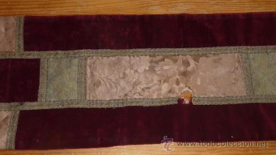 Antigüedades: mantel religioso bordado para mesita, antiguo - Foto 5 - 32025720