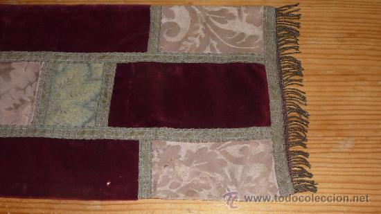 Antigüedades: mantel religioso bordado para mesita, antiguo - Foto 6 - 32025720