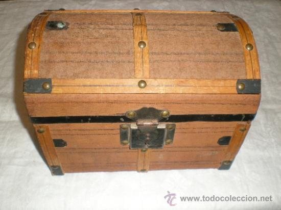 ANTIGUO BAUL PEQUEÑO (Antigüedades - Muebles Antiguos - Baúles Antiguos)