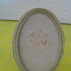Antigüedades: PEQUEÑO PORTAFOTO OVALADO. Lote 32050705