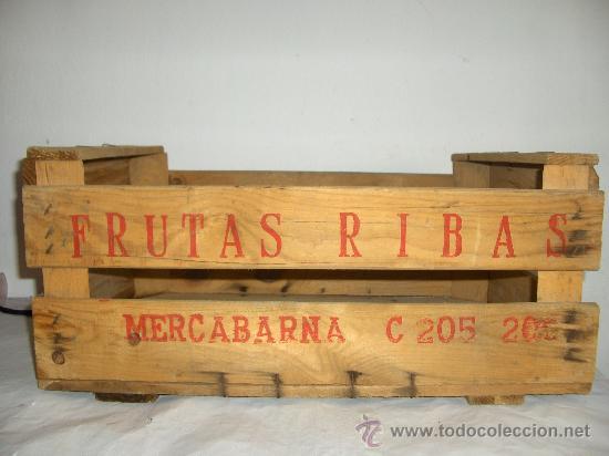 caja madera antigua frutas ribas mercabarna