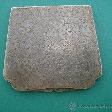 Antigüedades: POLVERA ANTIGÜA -S. XIX- DE PLATA LABRADA Y CINCELADA. DIM.- 7,9X7 CMS.. Lote 32096372
